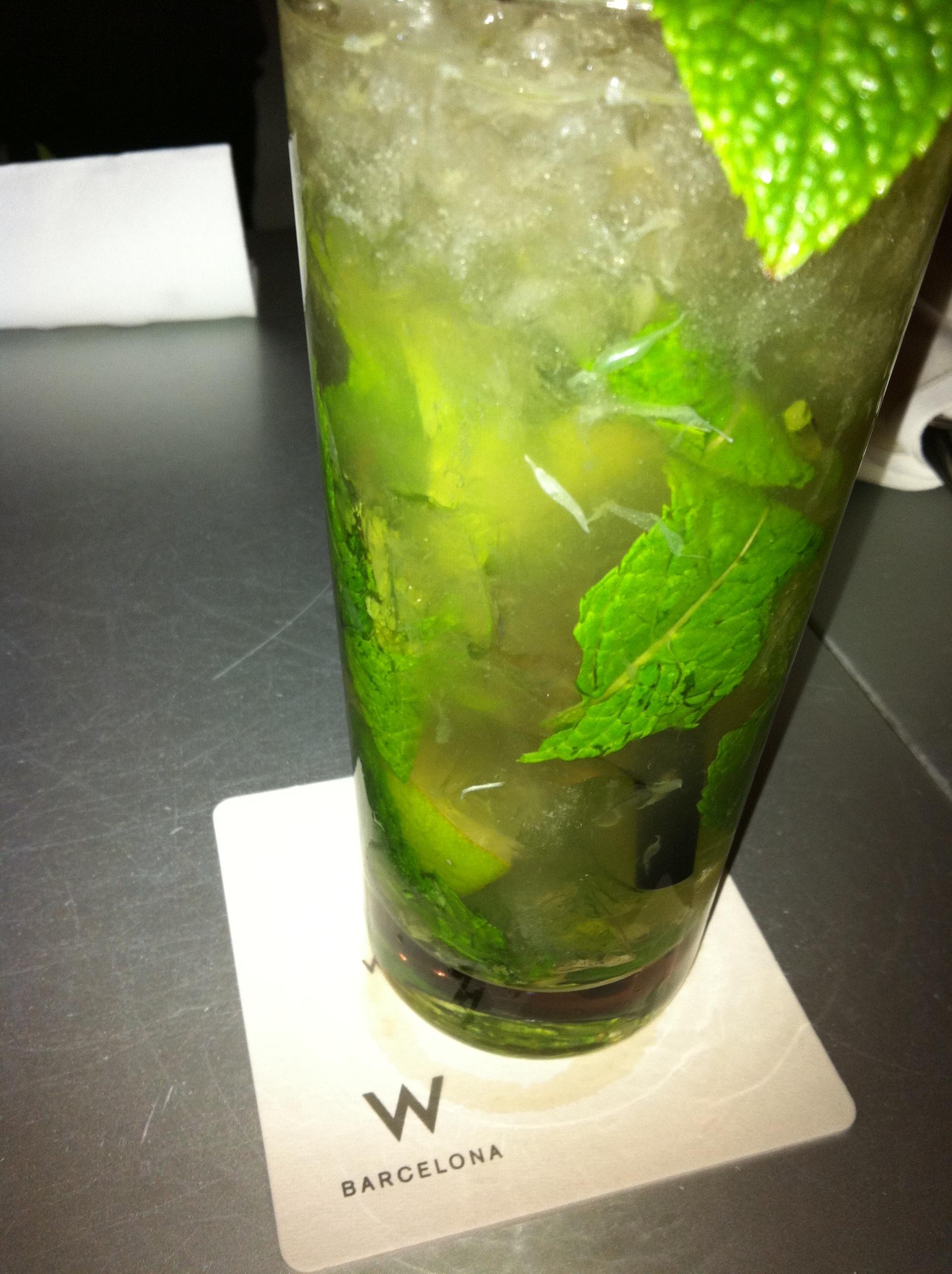 limonada decenta, dar nu spectaculoasa, am baut in Atelier . La ...